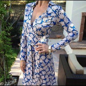 DVF Seashell silk wrap dress! Size 4 New Jeanne
